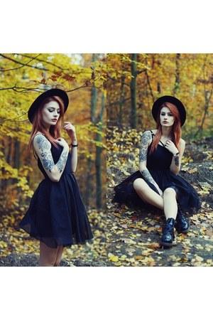 black OASAP dress