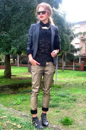Zara boots - Zara jeans - Zara blazer - Sisley shirt - Zara sunglasses