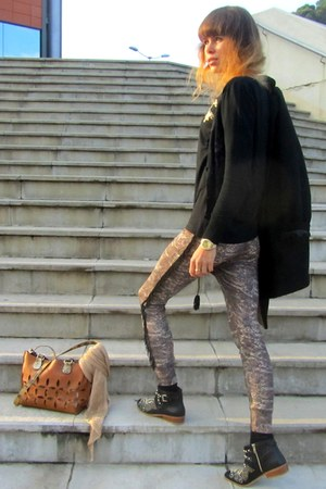 Zara boots - Mango coat - Zara scarf - segue bag - Zara t-shirt - Marina C watch