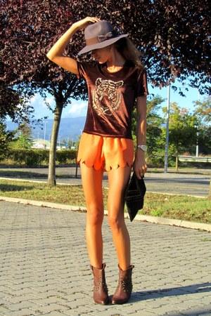 H&M hat - Zara boots - fashionbycatia bag - fashionbycatia shorts - AND t-shirt