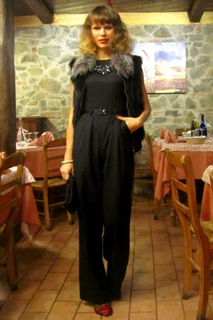 albatros necklace - Sisley suit - Zara sandals