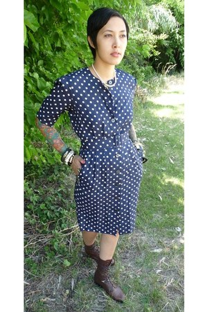 brown WWS boots - navy vintage dress - thrifted necklace