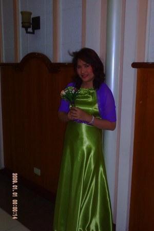applegreen dress - violet scarf