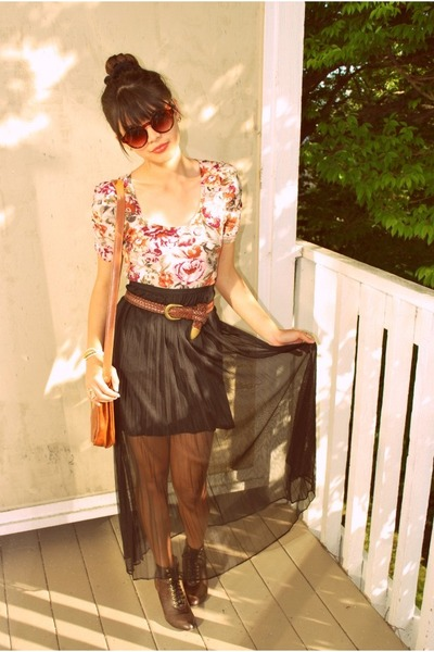 tawny Goodwill bag - brown round H&M sunglasses - light pink floral H&M top - bl