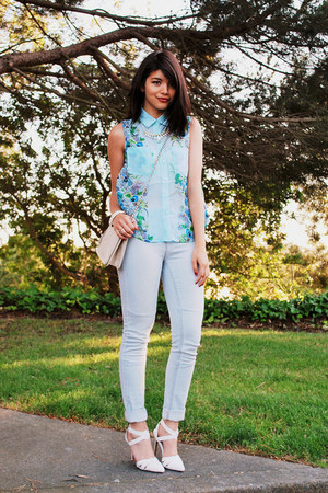 light blue floral Crossroads Trading blouse - sky blue high-waisted H&M jeans