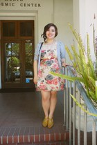 eggshell floral Charlotte Russe dress - mustard american eagle outfitters heels