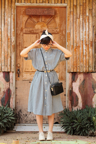 black box vintage bag - charcoal gray shirtdress thrifted vintage dress