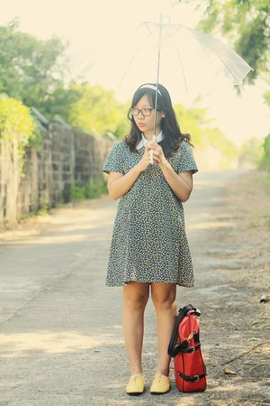 yellow oxfords shoes - navy shift dress