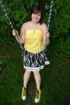 yellow Roxy shirt - black striped italian skirt - yellow Converse sneakers