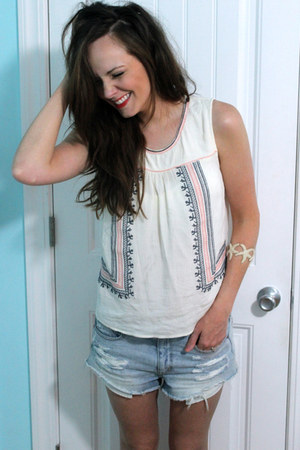 sky blue jean American Eagle shorts - ivory riffraff top