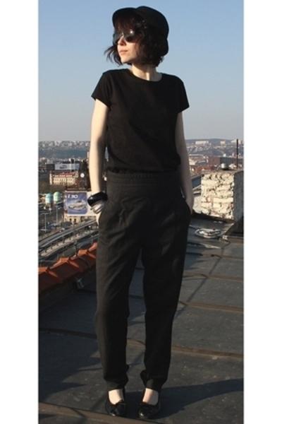 Topshop t-shirt - pants - H&M hat - H&M shorts - Vans accessories