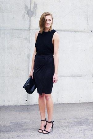 on my blog skirt - Zara bag