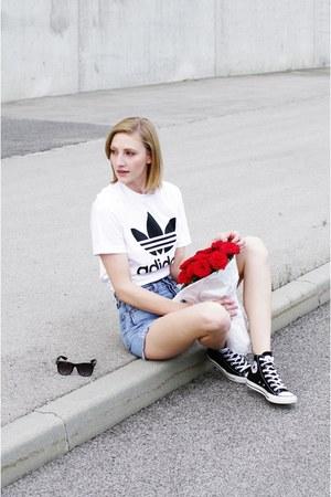 Adidas shirt - Levis shorts