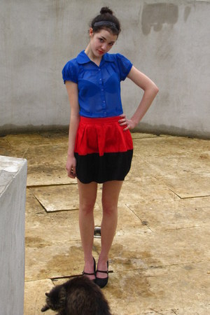 red skirt - blue blouse - black skirt