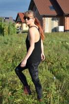 black H&M Kids leggings - brick red Dr Martens boots
