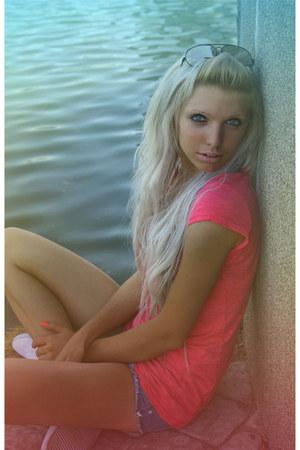 hot pink Tally Weijl t-shirt - white Topshop shoes - navy jennyfer shorts