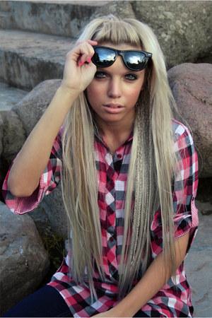 hot pink Vero Moda shirt - black Polaroid glasses