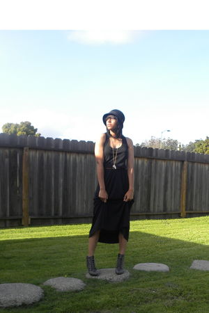black thrifted dress - black Forever 21 hat - gray Forever 21 shoes