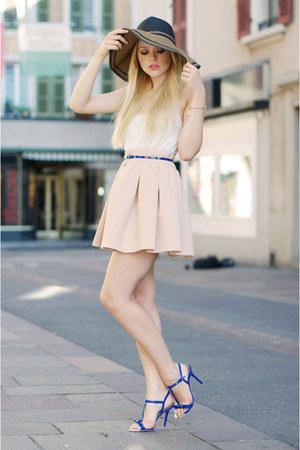 Zara heels - Zara hat - Yes or No shirt - Zara skirt - Thomas Sabot bracelet