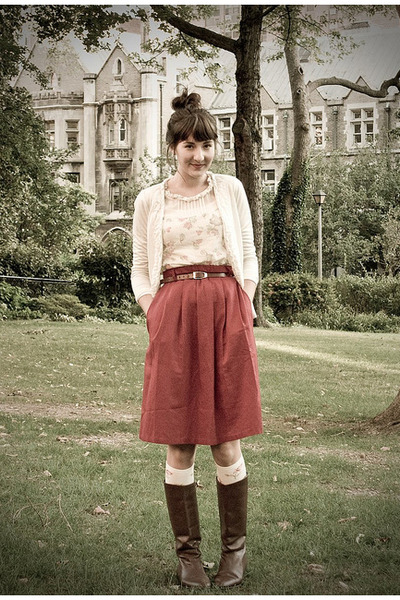 brick red thrifted skirt - dark brown thrifted boots