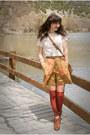 Thrifted-shoes-thrifted-bag-vintage-shorts-thrifted-bracelet-vinatge-blo