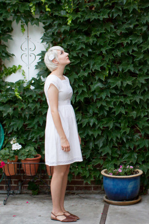 ivory vintage dress - thrifted vintage shoes