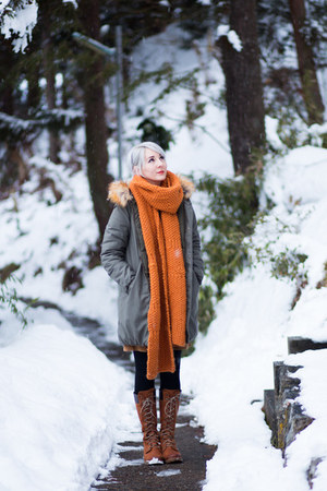 handmade scarf - Timberland boots - music and ecology coat