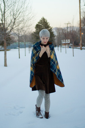 vintage boots - vintage dress - Uniqlo cape