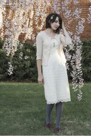 vintage dress - vintage cardigan - vintage accessories