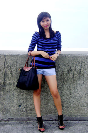black Parisian shoes - blue calvin klein shorts - black longchamp purse - blue t