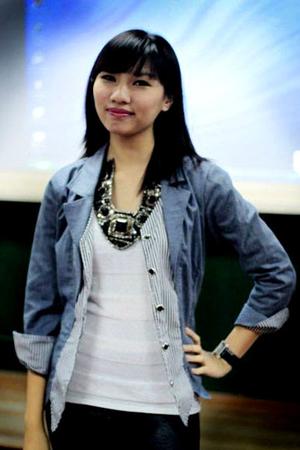 black accessories - blue blazer - white blouse - black leggings