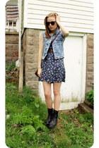 light blue acid wash denim vest - black boots - navy floral dress