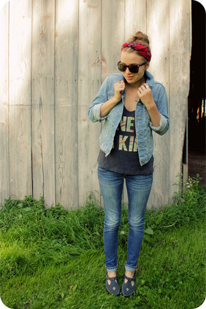 light blue denim Gap jacket - red Valentina Fiore scarf