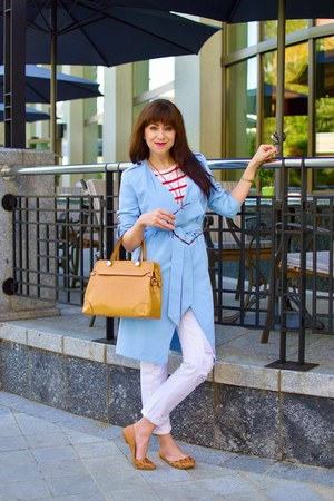 light blue trenchcoat BonPrix coat - white Mango jeans - tawny nucelle bag