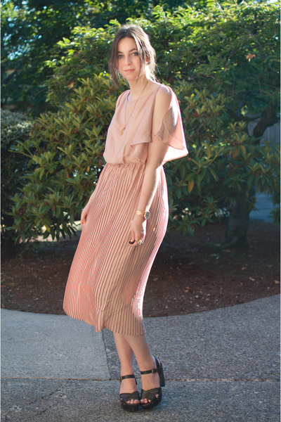 peach pleated H&M dress - dark brown brown heeled Mossimo clogs