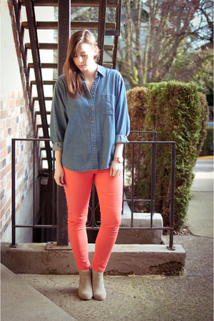salmon skinny Old Navy jeans - beige suede DV Dolce Vita boots