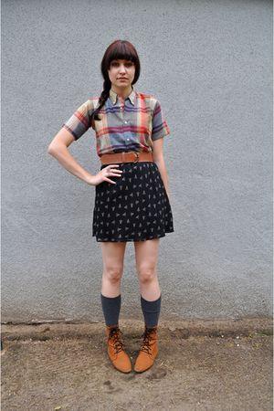 red vintage shirt - brown thrifted belt - black thrifted skirt - gray H&M socks