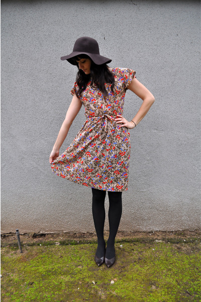 brown slouchy thrifted hat - brown thrifted shoes - vintage dress
