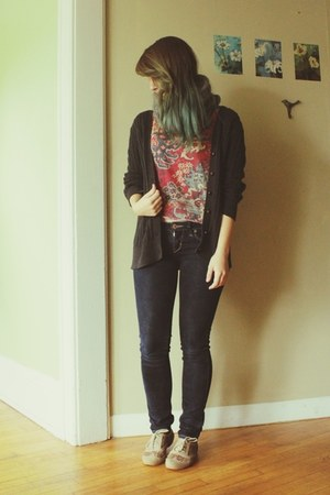 blue skinny American Eagle jeans - brick red aztec shirt