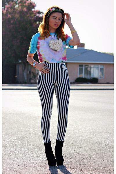 light blue tie dye Target shirt - black stripes storets leggings