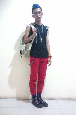 black DIY shirt - beige backpack Snoopy bag - black Forever 21 socks