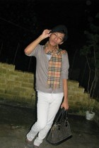 cashmere Burberry scarf - black beret hat - Louis Vuitton bag