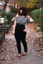 black high waisted jeans - navy blouse - light brown moccasins flats