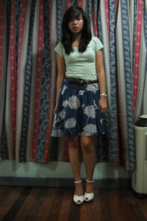Mango shirt - Roxy skirt - Guess belt - Urge shoes