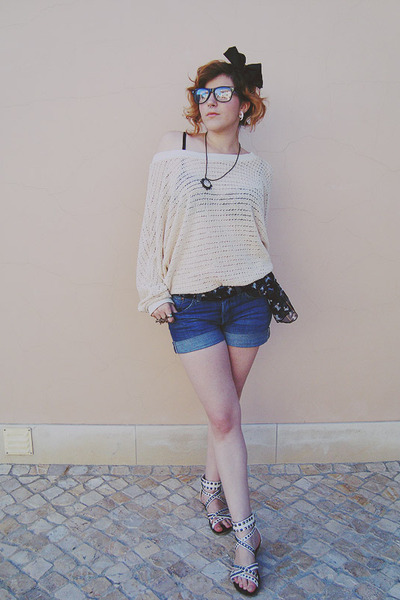 Rose Fan Fan Japanese brand sweater - H&M shorts - Zara sandals - Bershka access