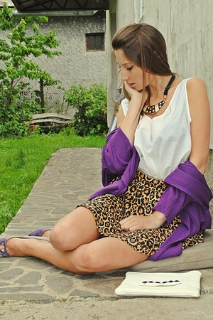 brown leopard print H&M skirt - amethyst blazer - white top