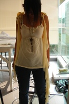 vest - cotton on top - Giordarno jeans - Isetan necklace - diva necklace