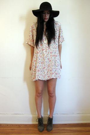outofastrobevintage dress