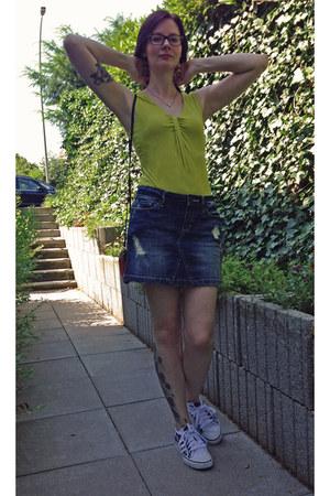 yellow H&M top - red leather liebeskind bag - navy denim Mavi skirt
