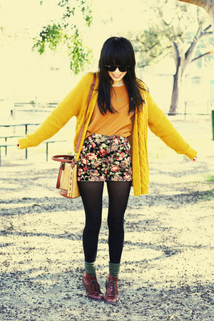 vintage boots - vintage jumper